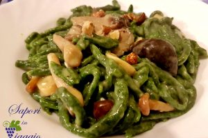 Food from Tuscany: Pici agli spinaci